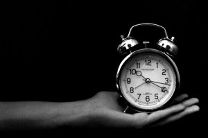 Clock_in_Hand_by_EgoDerelinquo